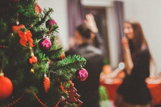 College Holiday Party Ideas: 4 Tips for Throwing a Pre-Break Gathering